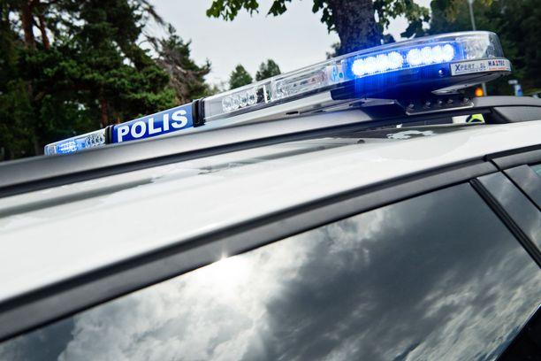 Espoon Kauklahdessa varhain sunnuntaina tapahtuneessa kolarissa kuoli henkilöautolla liikkunut mies. Häntä vastaan ajanut mies loukkaantui vakavasti.