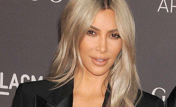 Kim Kardashian on nyt kolmen lapsen äiti.