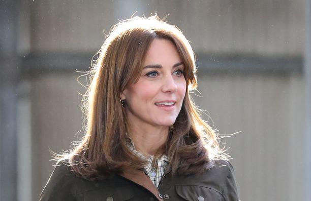 Prinssi Williamin ja herttuatar Catherinen kerrotaan ryhtyvän oikeustoimiin herttuatarta halventavan lehtijutun vuoksi.