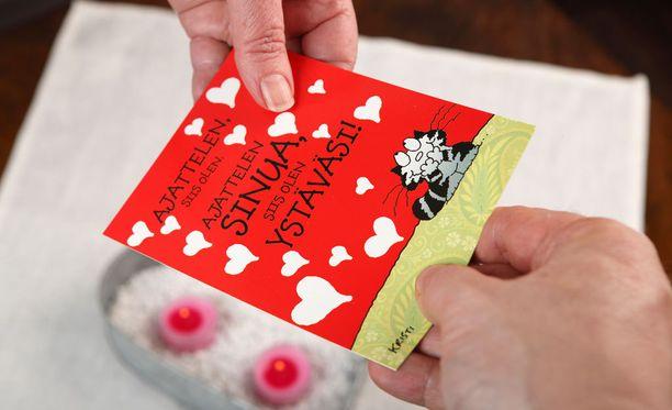 Ystävänpäiväkortteja jakanut nainen vei pariskunnan pankkikortit.