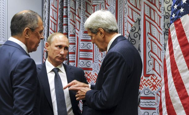 Vladimir Putin ja Venäjän ulkoministeri Sergei Lavrov kuuntelivat eilen New Yorkissa Yhdysvaltojen ulkoministerin John Kerryn asiaa.