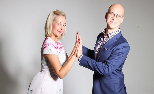 Krisse Salminen ja Riku Nieminen koittavat pitää pokkansa ohjelmassa.