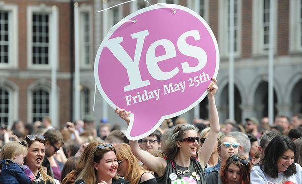 Perjantaina käydyssä kansanäänestyksessä irlantilaisilta kysyttiin, haluavatko he kumota vai säilyttää vanhan aborttilainsäädännön.