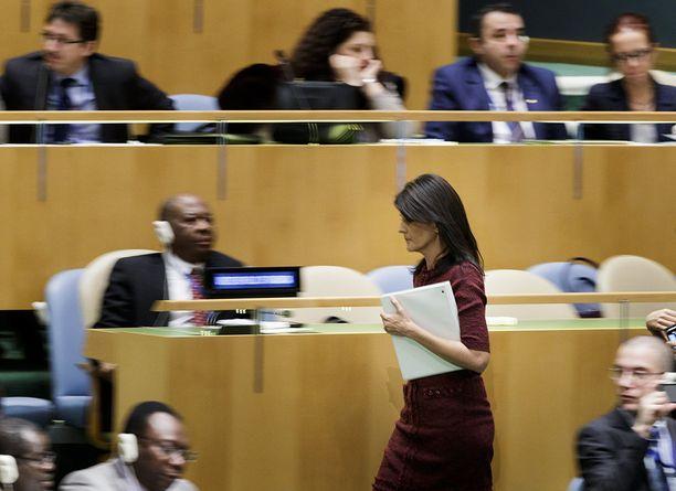 USA jäi vaille merkittävää tukea YK:n yleiskokouksessa torstaina. Kuvassa maan YK-lähettiläs Nikki Haley.