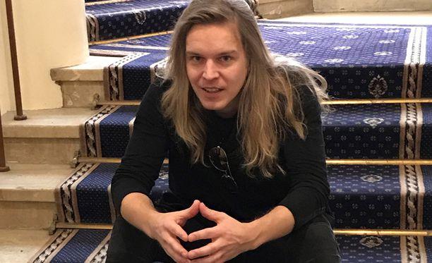 Ilari Hämäläinen näyttelee Baddingia.