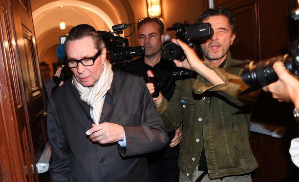 Jean-Claude Arnault saapumassa oikeudenkäyntiin 19. syyskuuta. Hän on itse vakuuttanut syyttömyyttään.