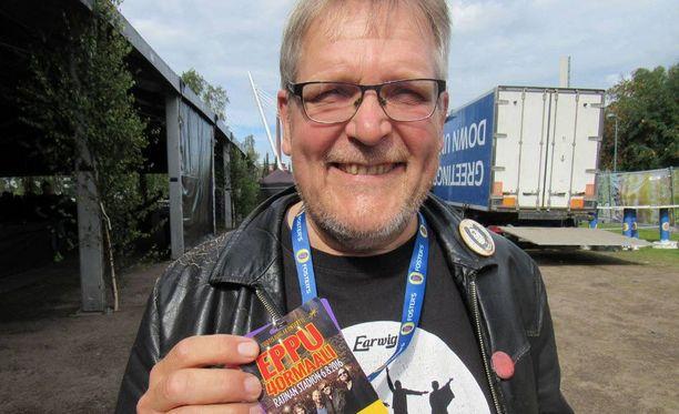 Mikko Saarela on Eppu Normaalin ensimmäinen basisti ja laulujen sanoittaja.
