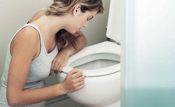 Moni syömishäiriöinen nainen on tyytymätön ulkonäköönsä.