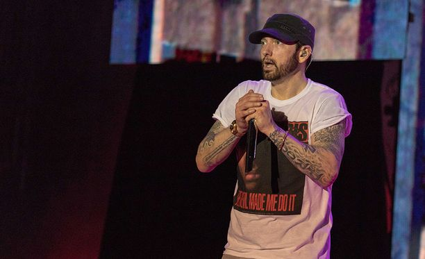Eminem sai tempauksestaan rutkasti kritiikkiä.