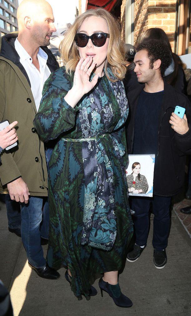 Adelen turvamies kiinnitti fanien huomion Yhdysvalloissa viime viikolla.