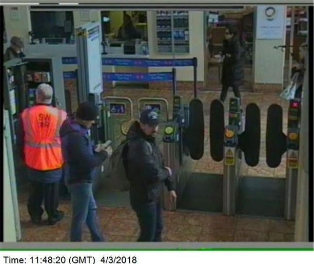 Venäläisvakoojat jäivät turvakameroiden kuviin Salisburyn rautatieasemalla maaliskuun 4. päivänä kello 11.48 heidän poistuessaan kaupungista.