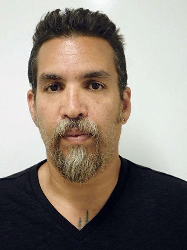 Derick Almena vangittiin epäiltynä 36 kuolemantuottamuksesta.