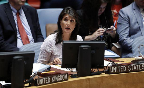 Yhdysvaltain YK-suurlähettiläs Nikki Haley varoittaa Euroopan maita olemaan äänestämättä palestiinalaisten suojelua esittävän päätöslauselmaluonnoksen puolesta.