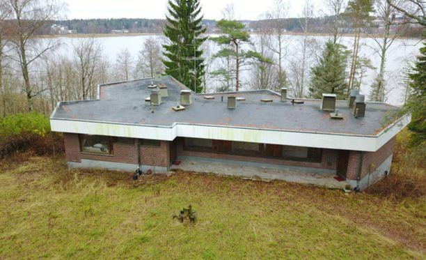 Tämä merenranta-asunto maksaa euron verran Kirkkonummella.