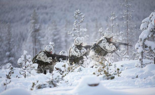 Suomalaisista ja ruotsalaisista koottu prikaati harjoittelee puolustamista maaliskuun isossa sotaharjoituksessa Pohjois-Ruotsissa.