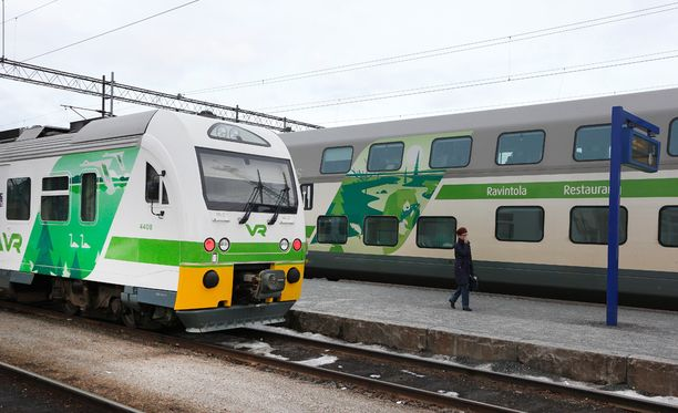 Osalta matkustajista meni junan myöhästymisen vuoksi risteily sivu suun. Kuvituskuva.