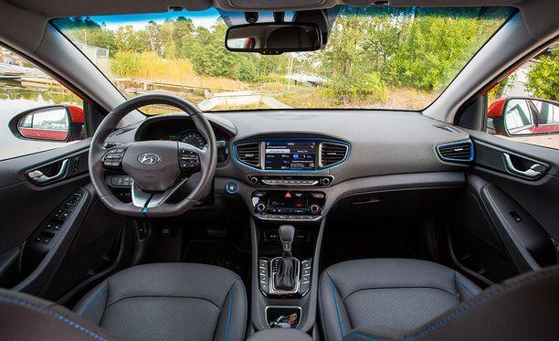 Koeajetussa Style-varustellussa autossa oli lisävarusteiset nahkapenkit ilmastointitoiminnolla. Laatuvaikutelma yleisesti ottaen hyvä.