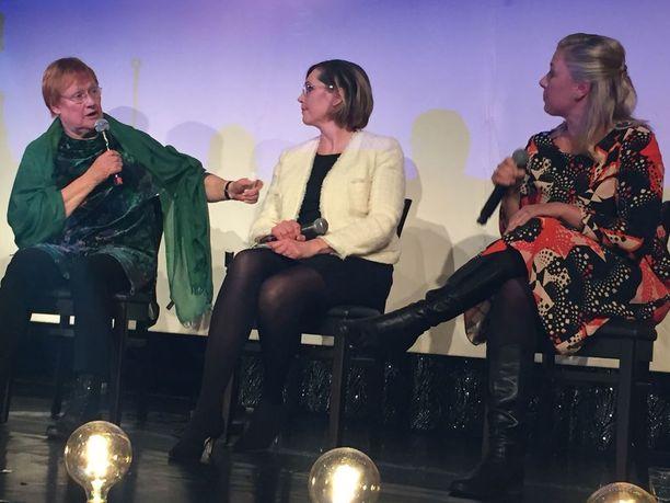 Presidentti Tarja Halonen, presidenttiehdokas Tuula Haatainen ja kansanedustaja Jutta Urpilainen ottivat osaa paneelikeskusteluun Haataisen kampanja-avauksessa.