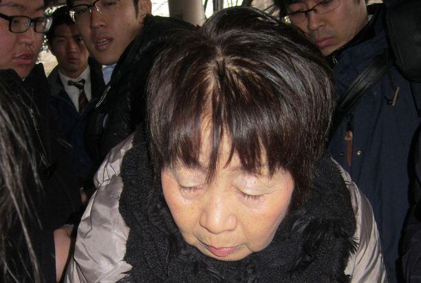 Chisako Kakehi kuvattuna saapumassa oikeuteen vuonna 2014.