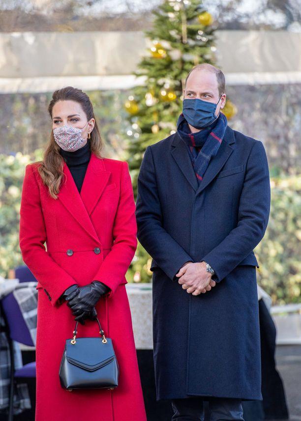 William ja Kate käyttivät vierailuillaan kankaisia suojamaskeja.