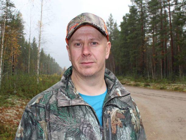 Arto Kuokan mielestä on hyvä, jos valvonta pitää maantieltä riistalintuja ampuvat kurissa.