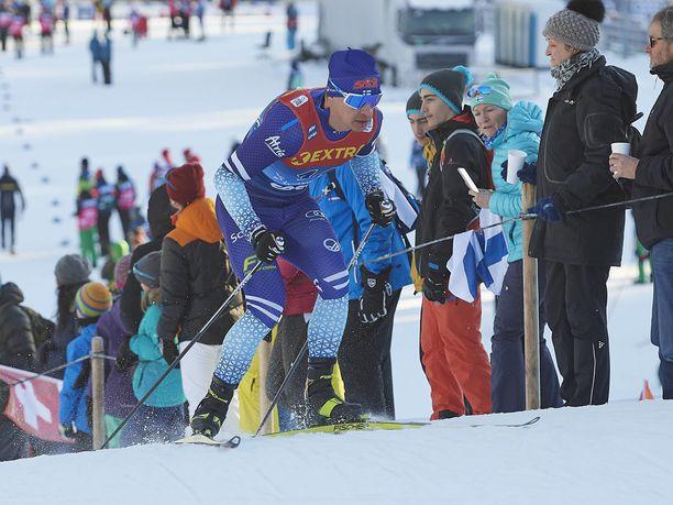 Perttu Hyvärinen suksi Suomen mestariksi 15 kilometrillä.