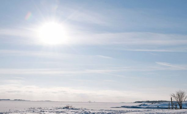 Aurinko valaisee Suomea laajalti alkuviikosta. Arkistokuva.