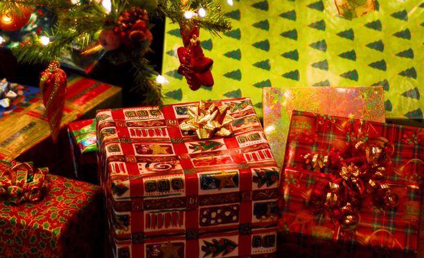 Kaikki vastaajat olivat yhtä mieltä siitä, että yksi mieluinen lahja päihittää monta krääsälahjaa. Tosin 12-vuotiaan vastaajamme mukaan parikymmentä lahjaa olisi sopiva määrä jokaiselle lapselle.
