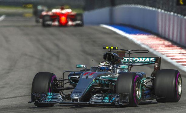 Valtteri Bottas hallitsee Venäjän GP:tä.