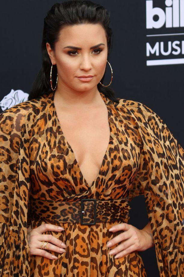 Demi Lovato, 25, on tunnettu yhdysvaltalaislaulaja. Hänet tunnetaan esimerkiksi kappaleista Sober, Cool for the Summer sekä Echame la Culpa.