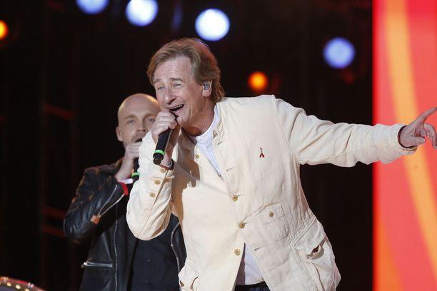 Kurkkusyövän selättänyt Riki Sorsa palasi estradeille ja esiintyi vielä keväällä 2015 Live Aid -lastensairaalakonsertissa Olympiastadionilla.