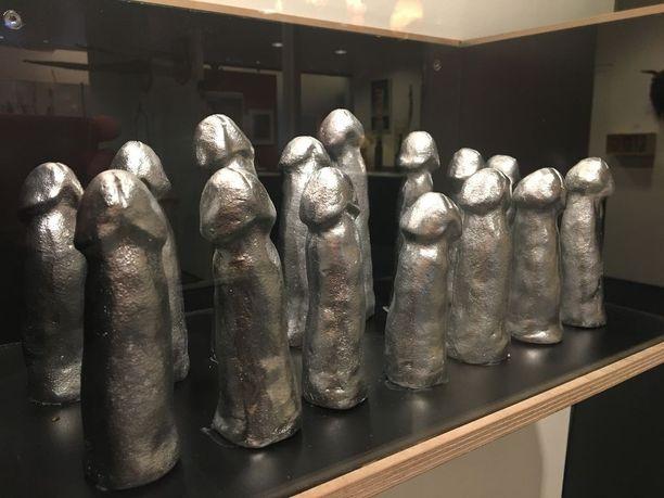 Islannin käsimaapallojoukkue voitti hopeaa Pekingin kesäolympialaisissa 2008. Siitä uljaana muistona nämä joukkueen museoidut hopeapenikset.
