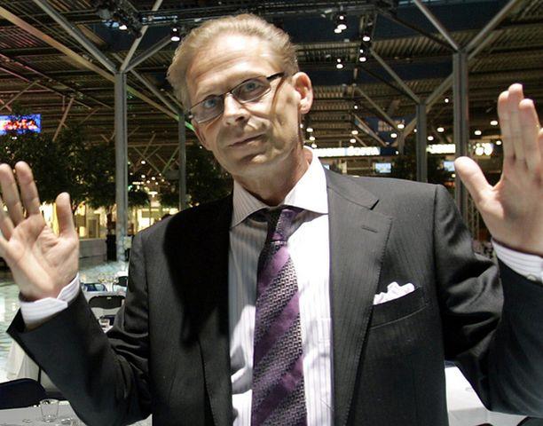 """Vaalituesta on Sukarin mukaan mennyt """"pääosa oikeistopuolueille, mutta myös demareille""""."""
