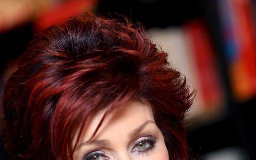 """Sharon Osbourne kertoo koronaoireistaan: """"Silmiäni särki"""""""