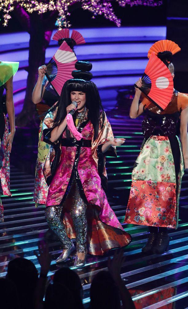 Japanilaishenkinen esitys poiki myös rasismikritiikkiä.