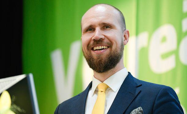Vihreiden puheenjohtaja Touko Aalto puuttui vasemmistoliiton Anna Kontulan ja Rakennusliiton Kyösti Suokkaan sanasotaan.