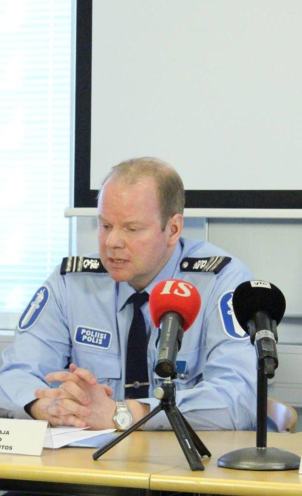 Tutkinnanjohtaja Ari Rutanen kommentoi toisena pääsiäispäivänä tutkintaa.