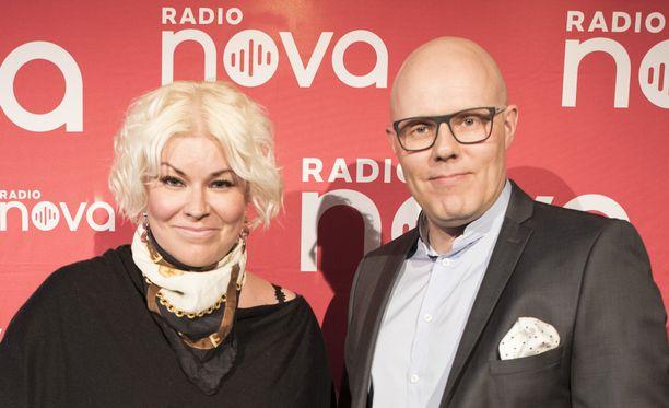 Minna Kuukka ja Aki Linnanahde juontavat Radio Novan aamuissa.