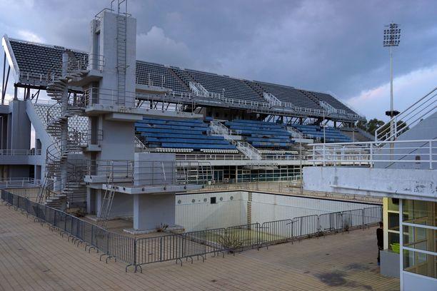 Ateenan olympialaisten uimastadion on osittain käytössä.