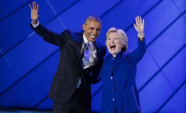 Barack Obama ja Hillary Clinton ovat tuoreen mielipidetiedustelun mukaan Yhdysvaltain ihailluimmat ihmiset. Kuvassa kaksikko Philadelpiassa heinäkuussa 2016.
