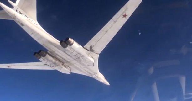 Venäjän puolustusministeriön julkaisemalla videolla näkyy, kuinka Tu-160-pommikoneet iskevät Syyriaan.