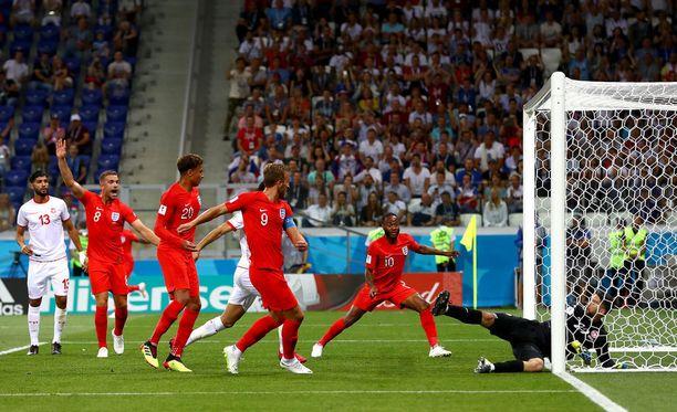 Englannin kippari Harry Kane nakkasi Tunisian ja Englannin välisen ottelun avausmaalin.