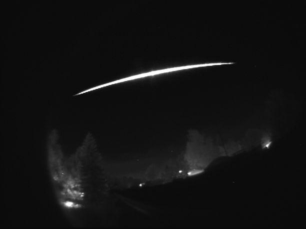 Tulipallon lentorata tallentui Ursan asiantuntijan kameraan.