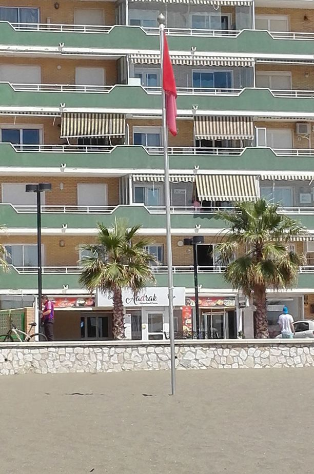 Punainen lippu oli salossa useita tunteja kieltäen uimareita menemästä veteen.