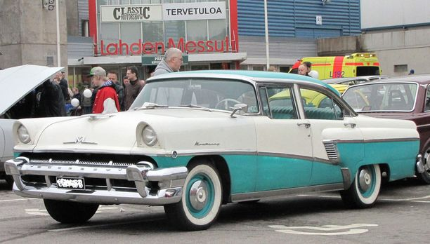 Miltä tuntuisi hypätä tällaisen taksin kyytiin. (Kuva Classic Motor Show, Lahti).