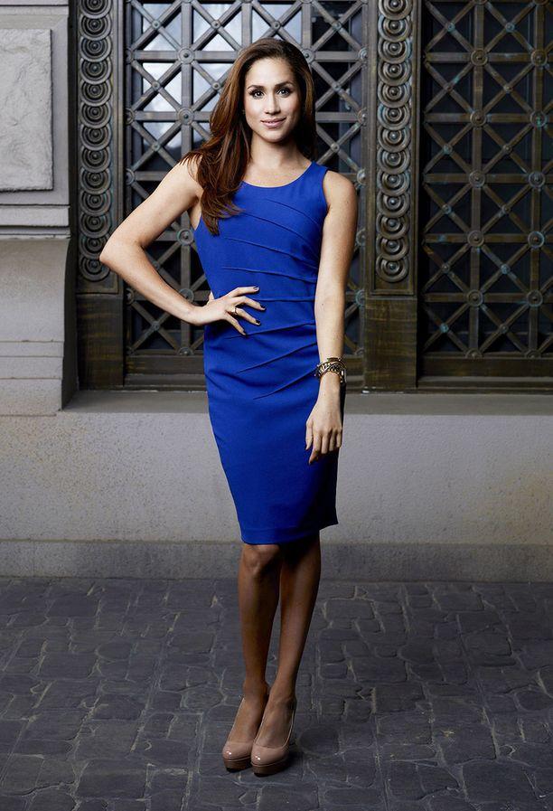 Meghan Markle pukeutui konservatiiviseen tyyliin myös Suits-sarjassa näytellessään.