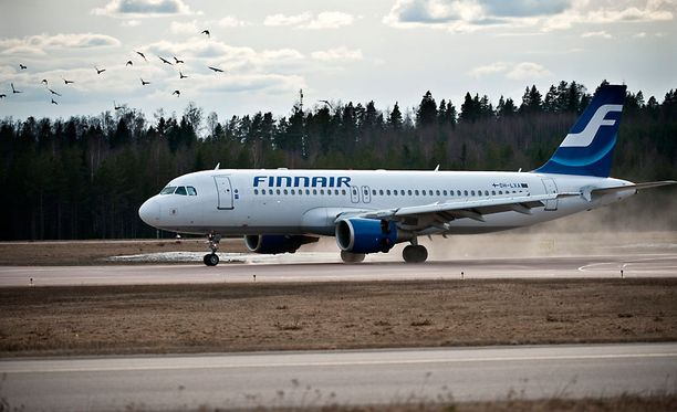 Finnair ei ole maksanut senttiäkään lakisääteisiä myöhästymiskorvauksia, lentomatkustajien oikeuksia ajava ryhmä väittää.