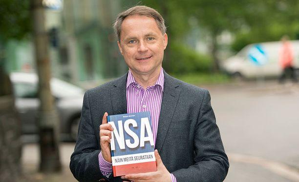 Järvinen on muun muassa kirjoittanut kirjan Yhdysvaltain tiedustelupalvelu NSA:sta. Ympäri maailmaa levinnyt haittaohjelma-aalto perustuu alun perin NSA:n löytämään aukkoon.