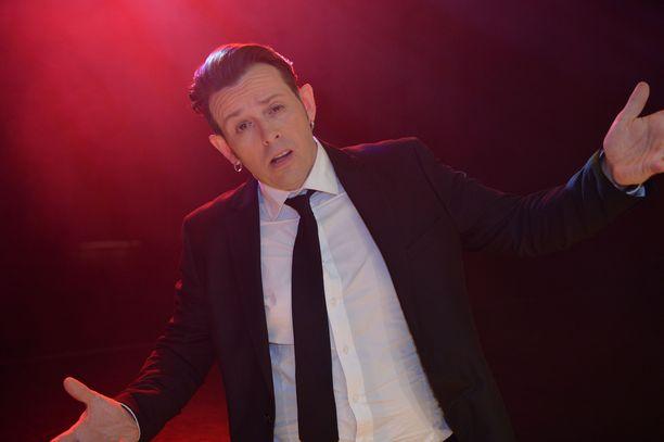 Napapiirin sankarit -trilogiaa tähdittänyt Timo Lavikainen palasi duunarihommiin, kun näyttelijän töitä ei ilmaantunut.