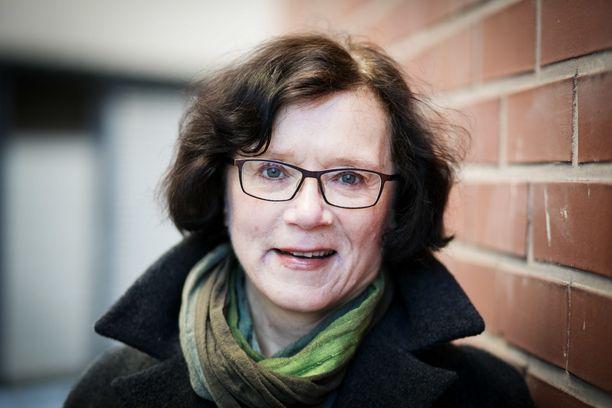 Vanhuusiän yksinäisyys ei ole vain yksilöllinen ja ihmisten välinen, vaan myös yhteiskunnallinen ja poliittinen asia, sanoo gerontologian professori Marja Jylhä.